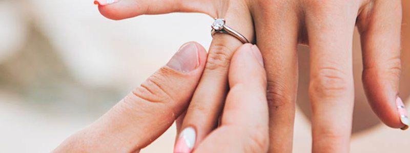 Nên Đeo Nhẫn Cưới Tay Nào Để Hạnh Phúc Vợ Chồng Được Dài Lâu?