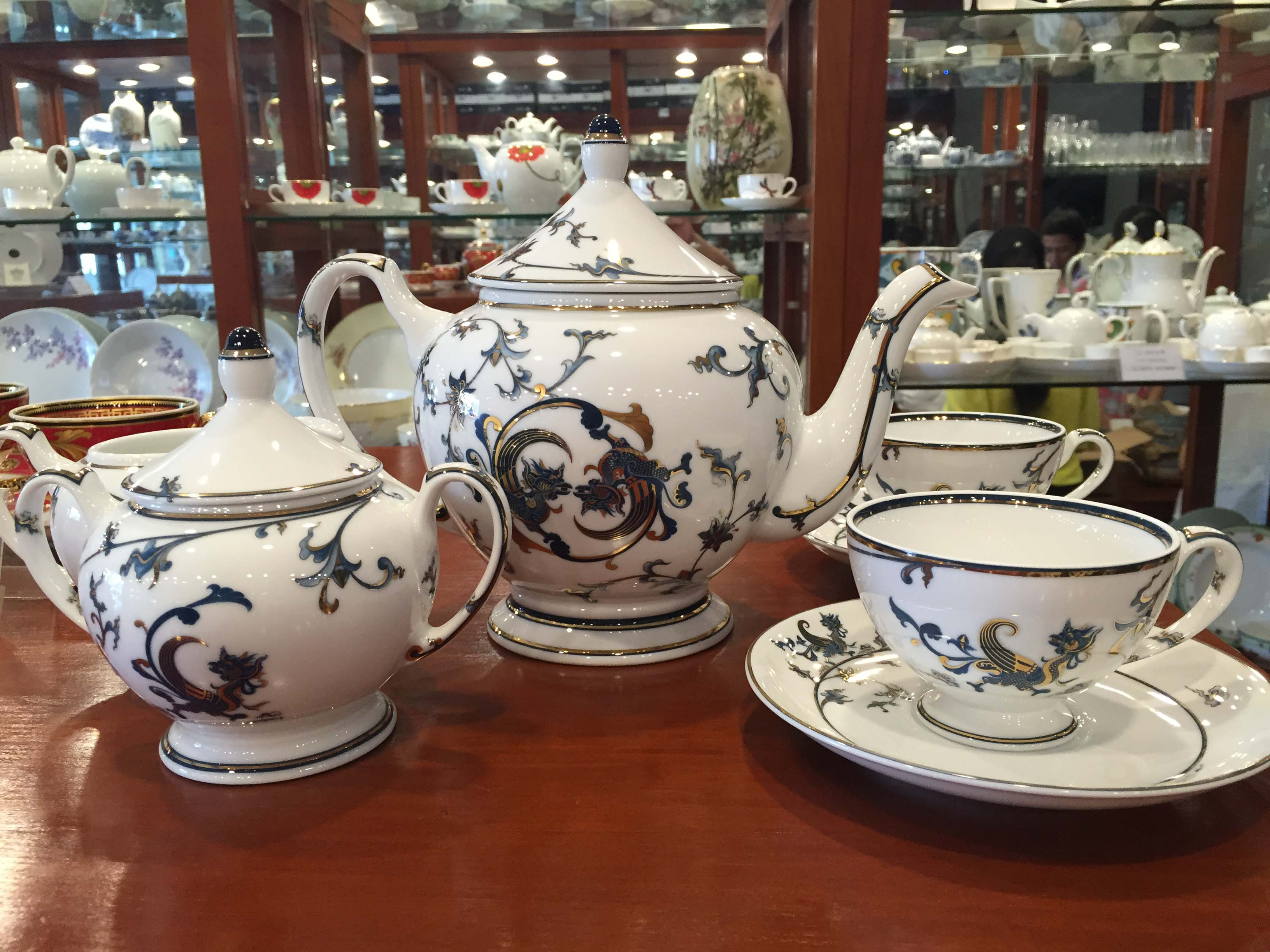 Bộ ấm trà gốm sứ minh long Sen Vàng